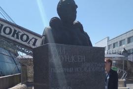 Закончен монтаж памятника Руалю Амундсену